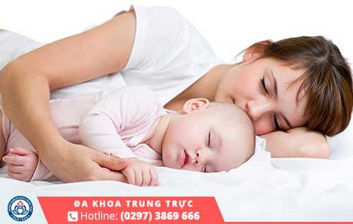 Sản phụ nên dành nhiều thời gian để nghỉ ngơi sau khi sinh