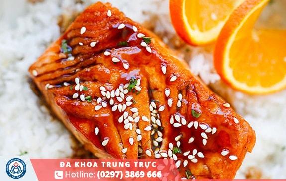 Omega-3 có trong cá hồi giúp ngăn chặn tình trạng phá hủy cơ bắp