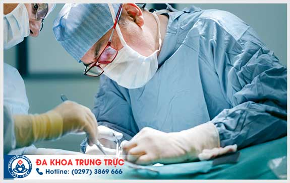 Nam giớinên đến cơ sở chuyên khoa uy tín để được cắt baoquy đầu an toàn, không đau