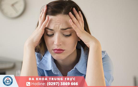 Nữ giới cảm thấy căng thẳng, bức rực, khó chịu khi kỳ rụng trứng kết thúc