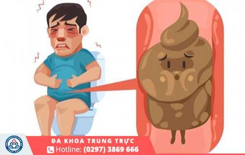 Tình trạng táo bón có thể là do vấn đề bệnh lý ở bản thân gây nên