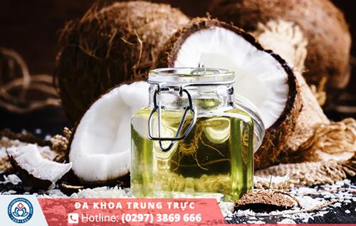 Dầu dừa có tác dụng khác khuẩn và làm dịu vùng kín khỏi các cơn ngứa