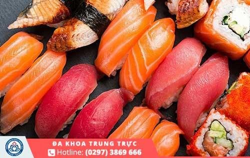 Cá hồi là thực phẩm hiếm hoi có đầy đủ dinh dưỡng cần thiết cho ngày kinh nguyệt