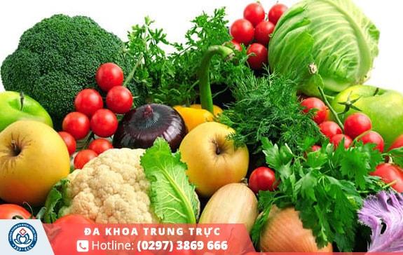 Chế độ ăn uống hợp lý sẽ giúp phòng tránh tình trạng đi cầu ra máu