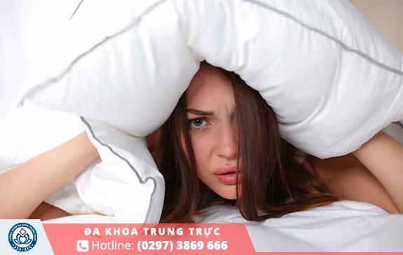 Huyết trắng có màu trắng đục bất thường gây nhiềuảnh hưởng nguy hiểm đến sinh lý