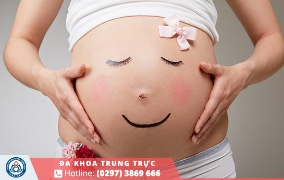 Chậm kinh và đau bụng dưới có thể do mang thai