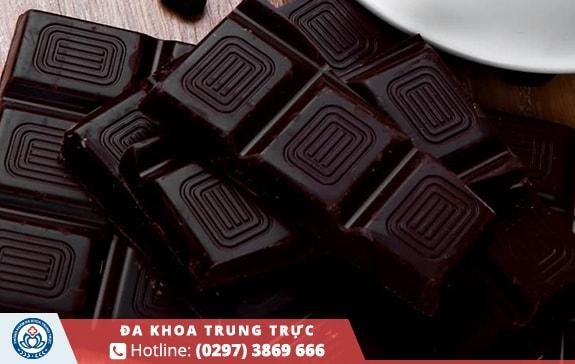 Ngày kinh nguyệt nên ăn 1 ít chocolate đen