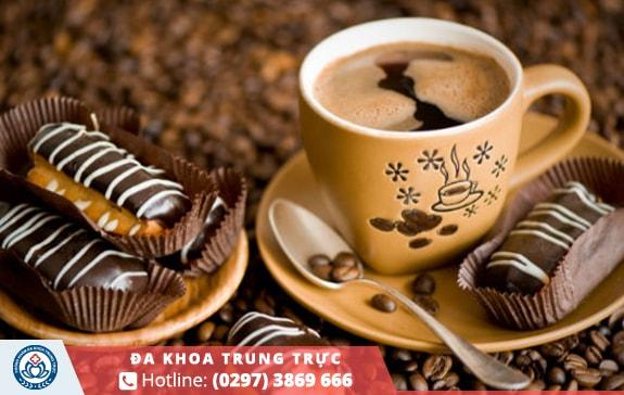 Cà phê chứa caffeine không tốt cho ngày hành kinh