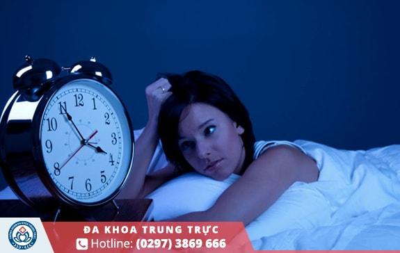 Thiếu ngủ hoặc ngủ không sâu