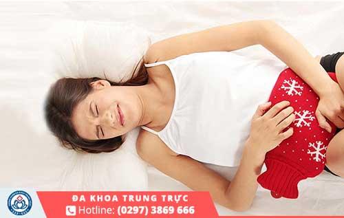 Đau bụng dữ dội là điển hình của biến chứng phá thai tại nhà