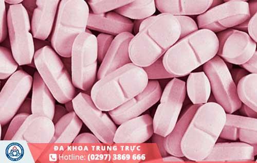 Thuốc phải được bác sĩ chỉ định và không nên tự ý mua thuốc chữa trịtại nhà